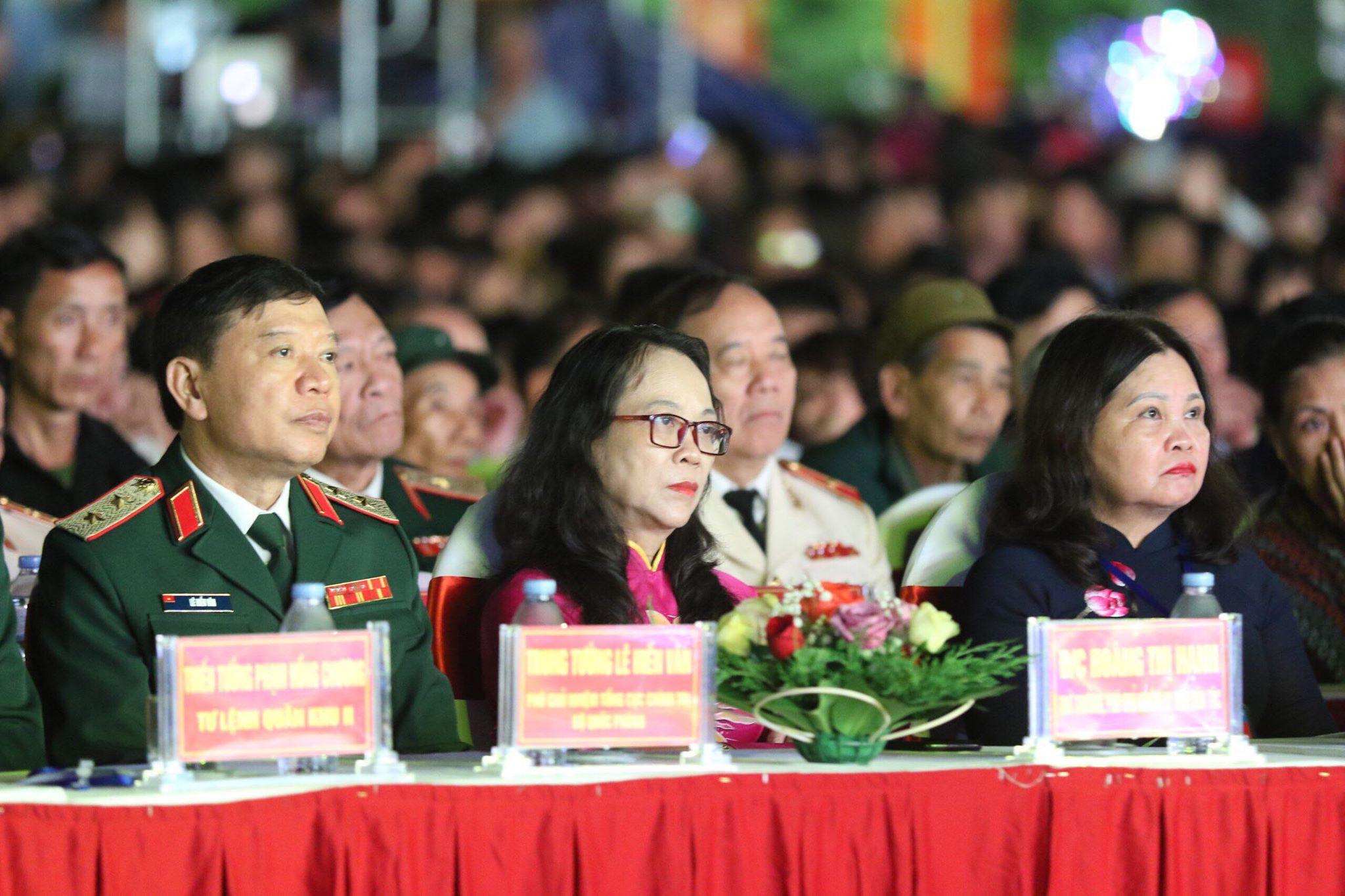 Thứ trưởng, Phó Chủ nhiệm UBDT Hoàng Thị Hạnh cùng các đại biểu tham dự Lễ kỷ niệm.