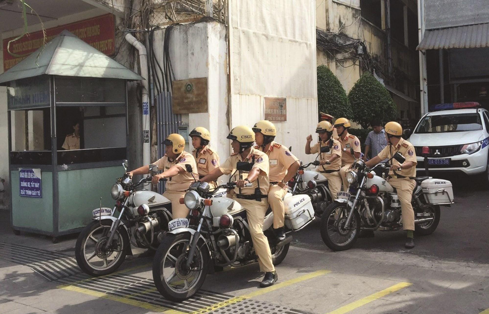 Lực lượng CSGT đồng loạt ra quân dịp cuối năm.