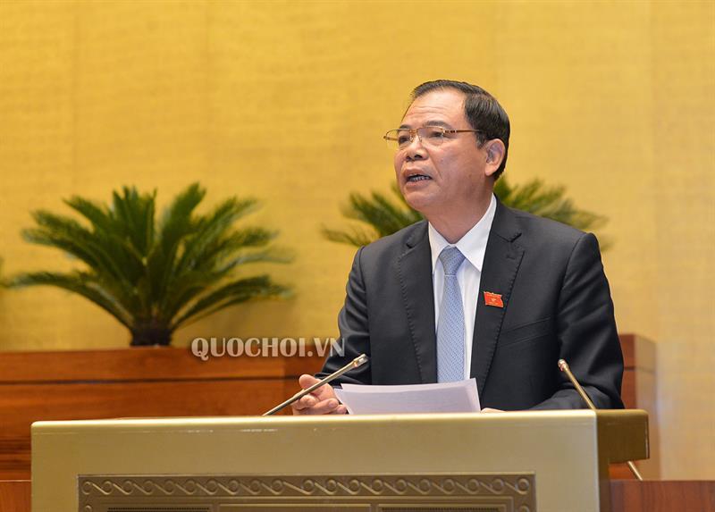 Bộ trưởng Bộ Nông nghiệp và Phát triển nông thôn Nguyễn Xuân Cường phát biểu giải trình tại phiên họp