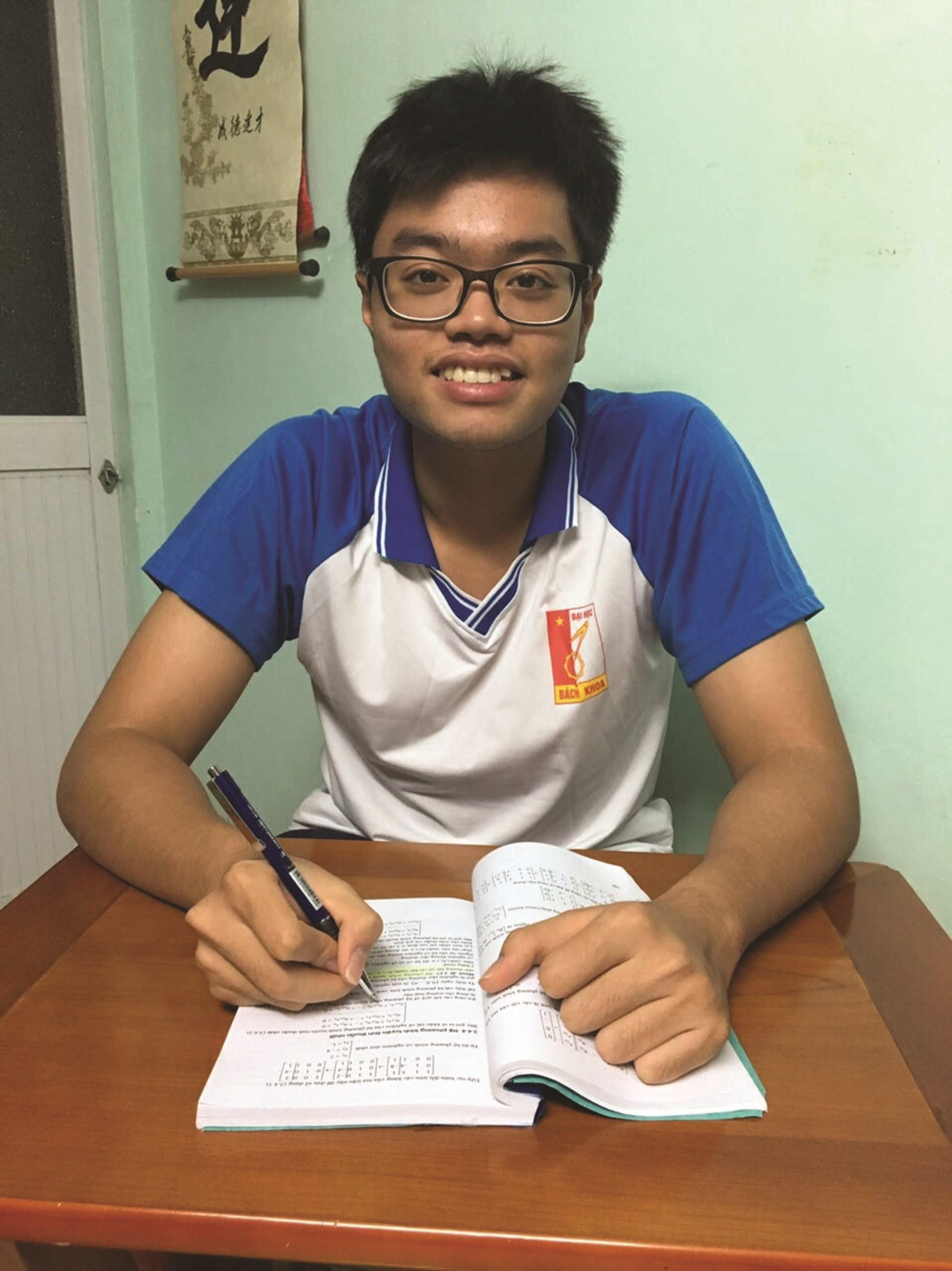 Em Hà Minh Quang (dân tộc Tày) sinh viên ngành Cơ điện tử, Đại học Bách khoa Hà Nội.