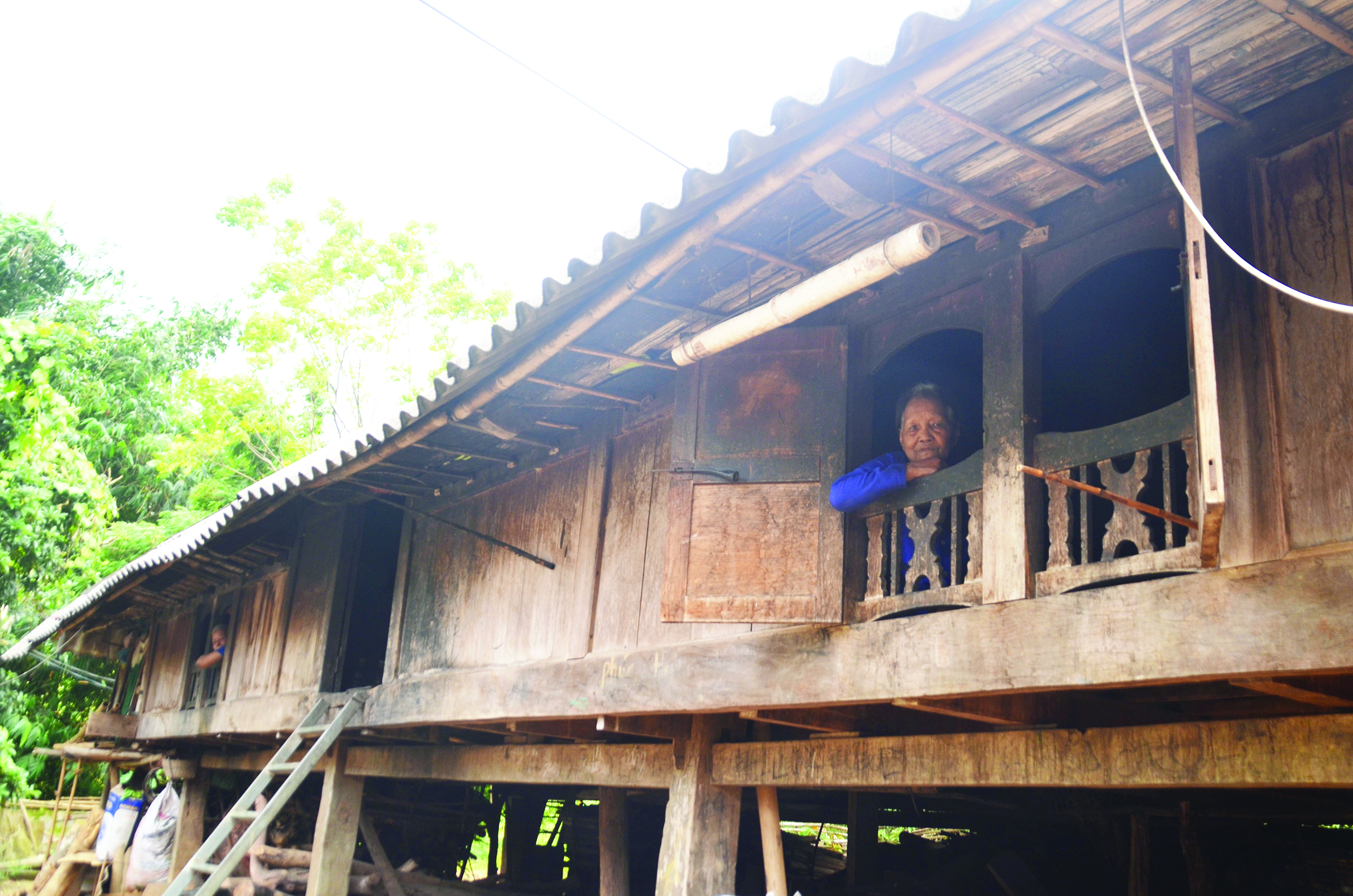 Một trong những ngôi nhà dài hiếm hoi còn lại của người Pa Kô.