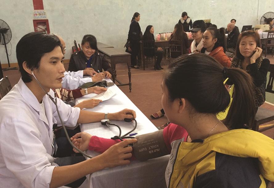 Người dân ở vùng khó khăn của tỉnh Quảng Bình được quan tâm chăm sóc sức khỏe.