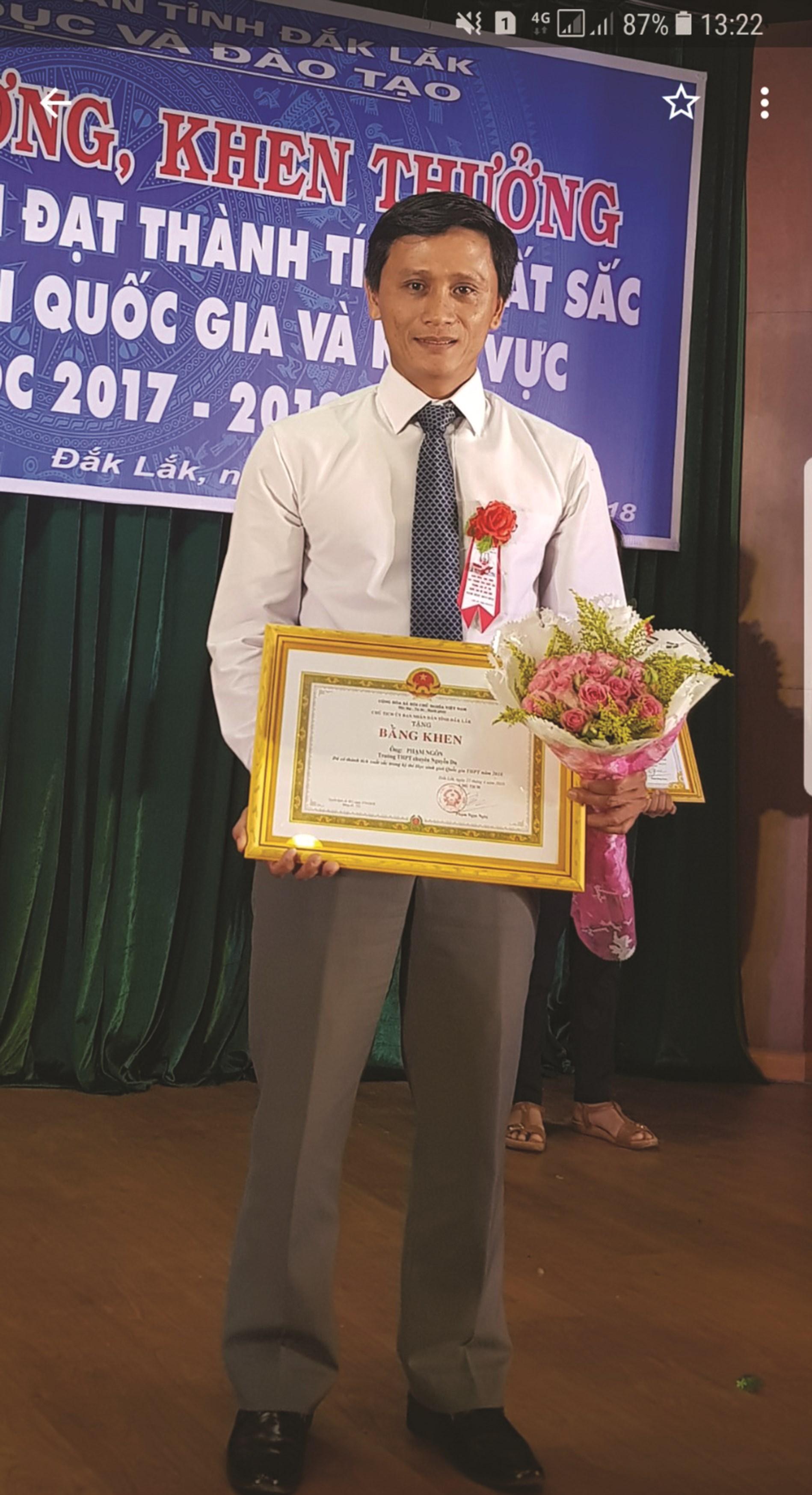 Thầy Phạm Ngôn, giáo viên Trường THPT chuyên Nguyễn Du, TP. Buôn Ma Thuột, Đăk Lăk.