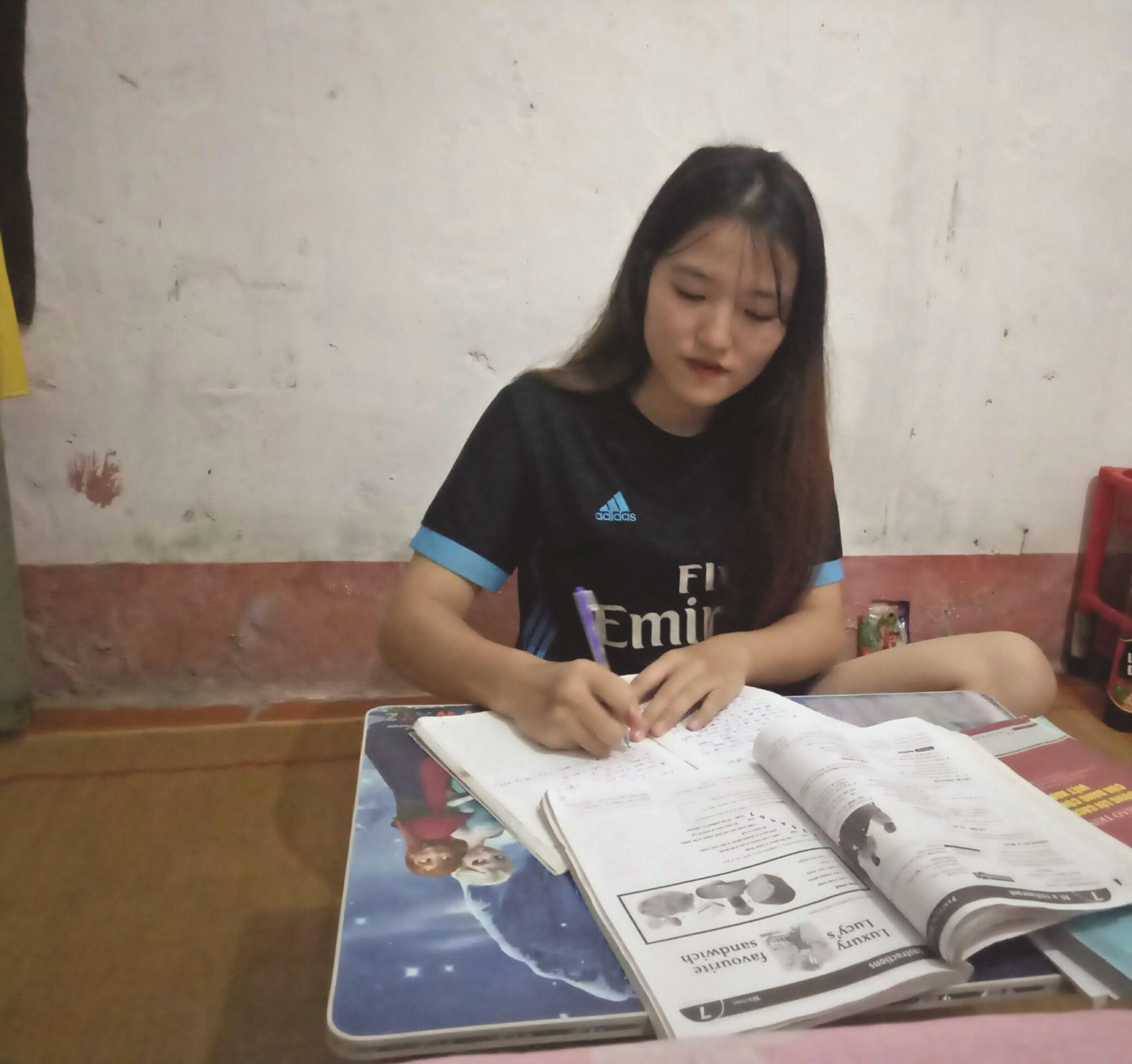 Em Lý Cố Hoa rèn luyện bản thân, trau dồi kiến thức để thực hiện ước mơ của mình