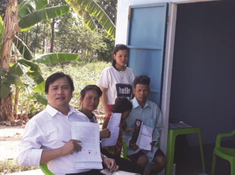 Gia đình ông Hồ Văn Núi vui mừng vì được Tòa án Nhân dân tỉnh Quảng Ngãi xử thắng kiện.