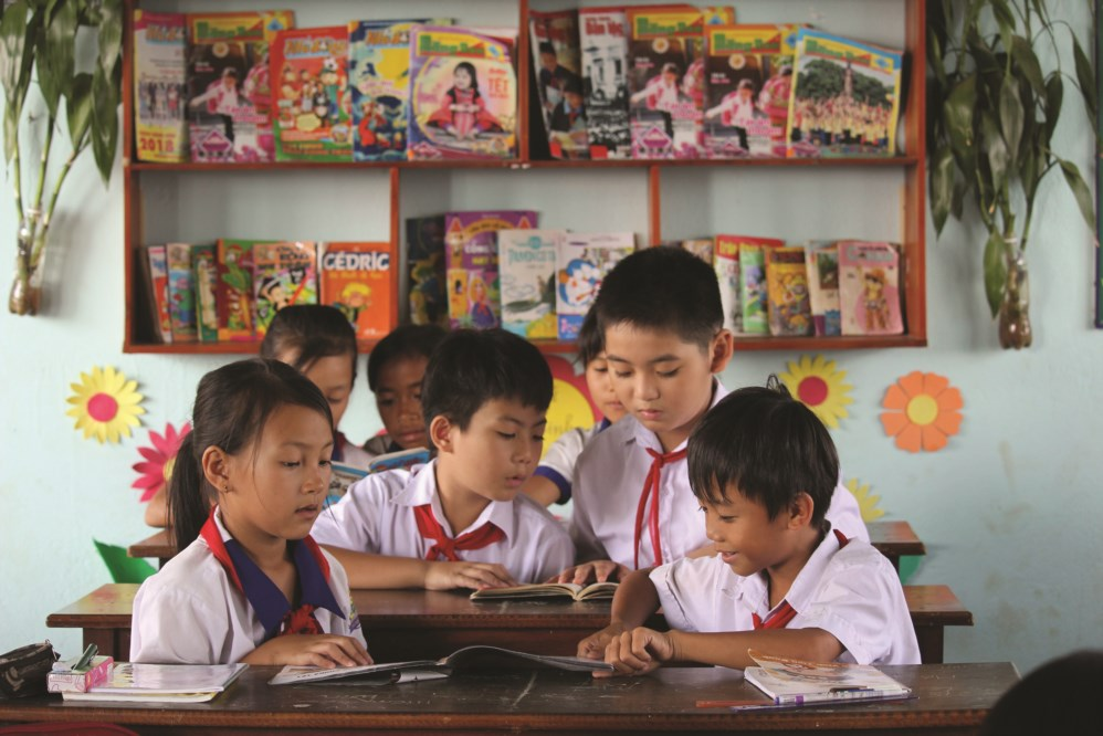 Việc đọc sách, báo ngoài giờ tại Trường Tiểu học Kim Đồng cũng là giải pháp nâng cao tiếng Việt cho các em.