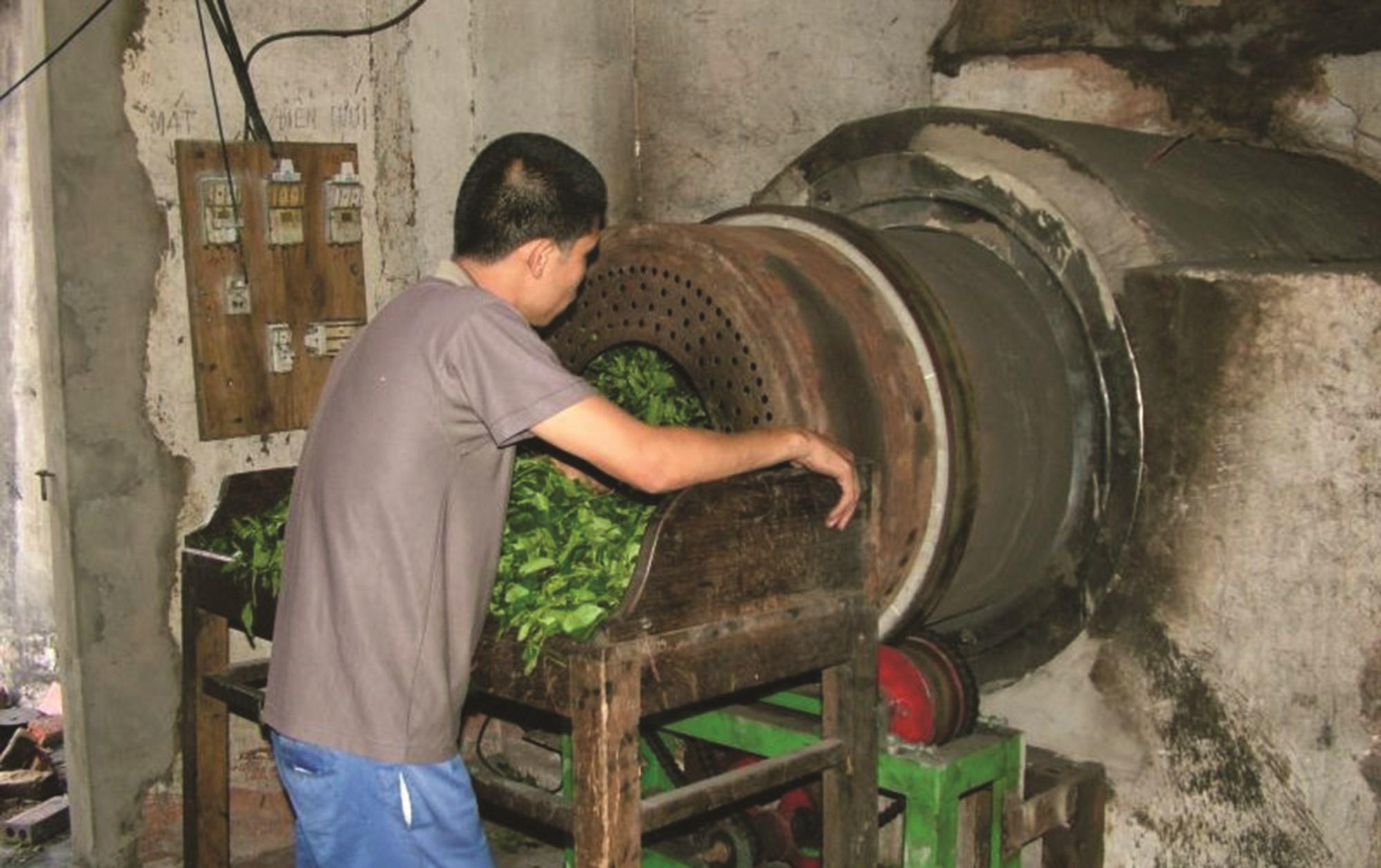 Chế biến, sản xuất chè tại vùng chè Đình Lập vẫn theo lối cũ, chưa có sự đổi mới bắt kịp với thị trường.