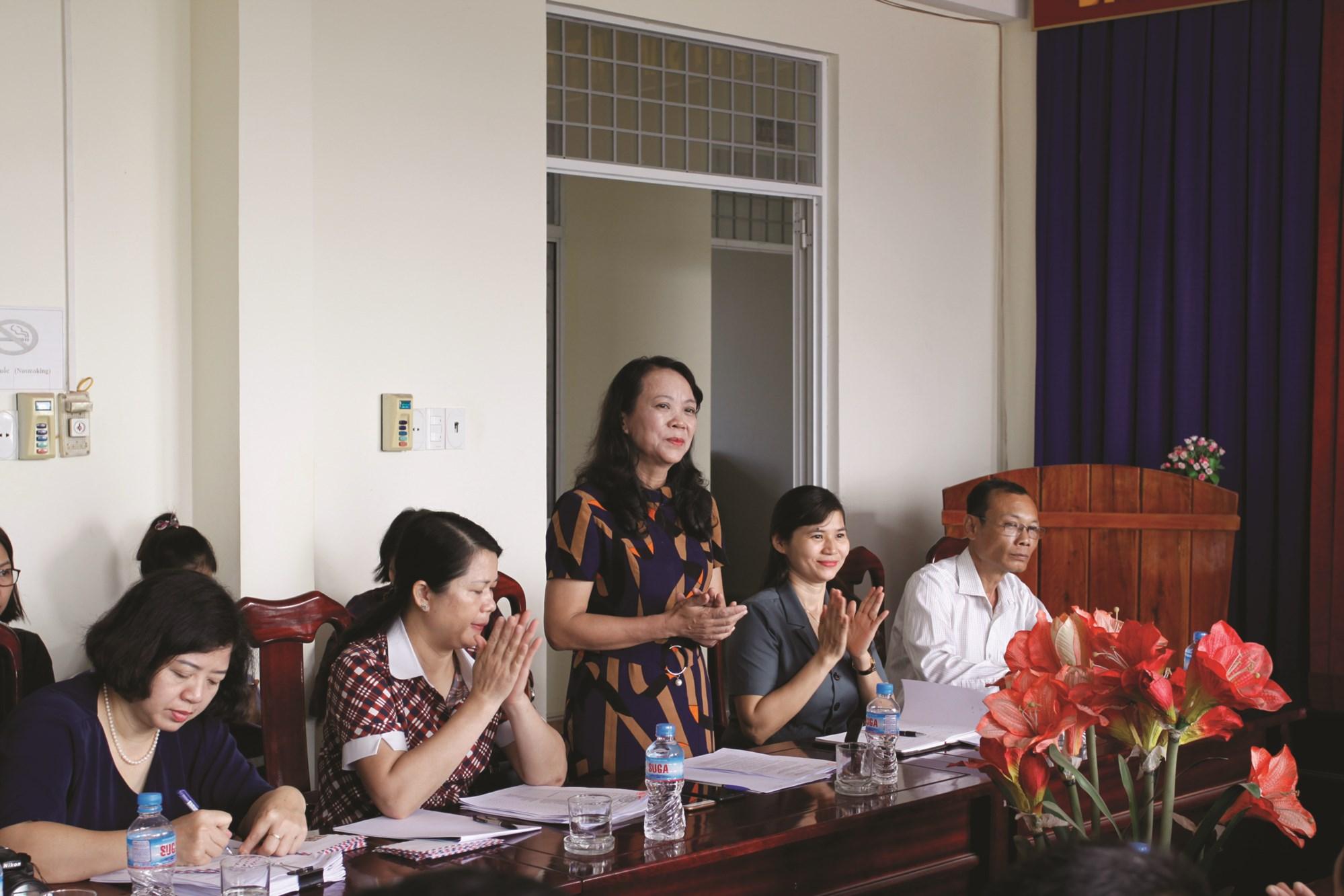 Thứ trưởng, Phó Chủ nhiệm UBDT Hoàng Thị Hạnh phát biểu chỉ đạo tại buổi làm việc với xã Xuân Quang 2.