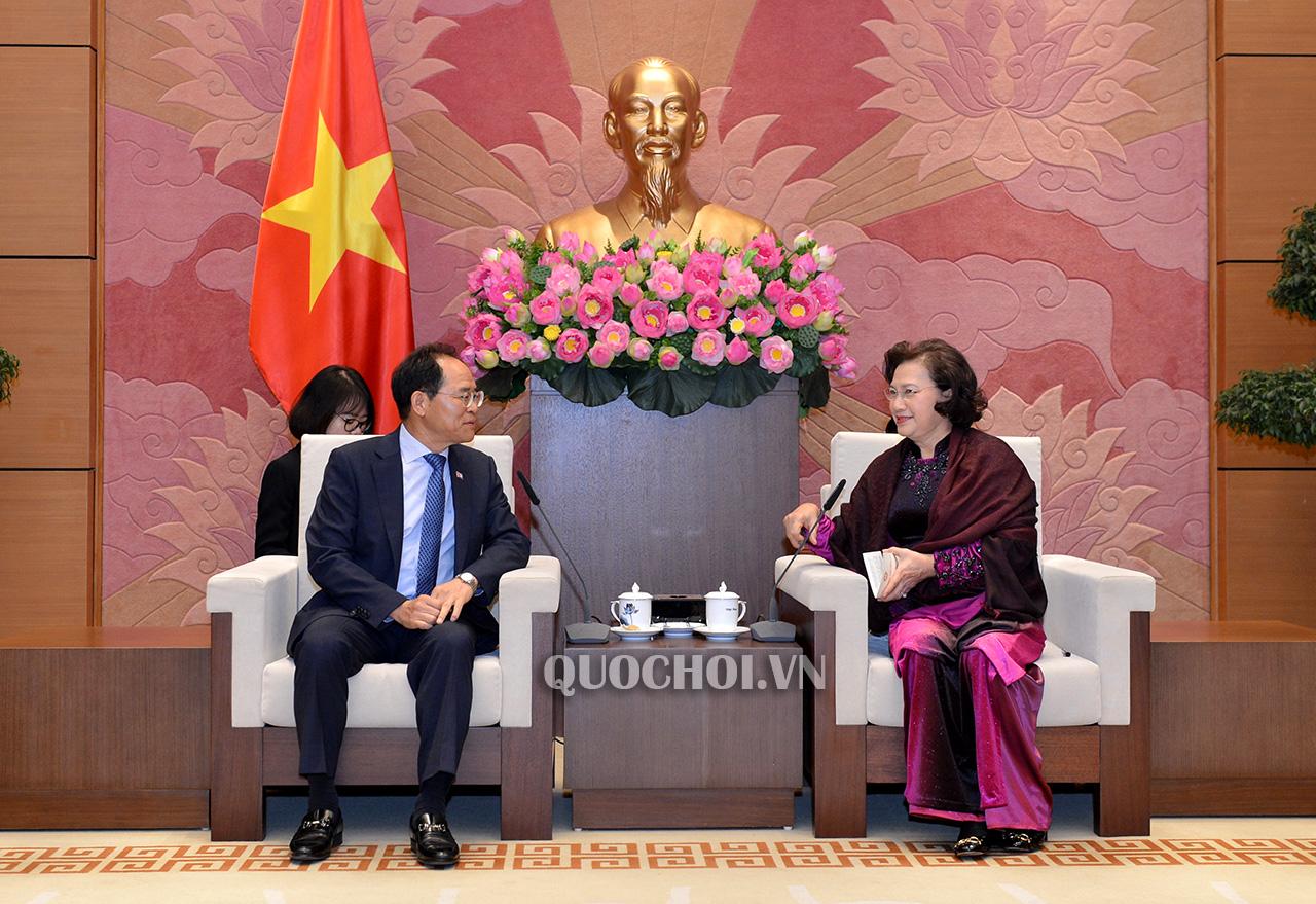 Chủ tịch Quốc hội Nguyễn Thị Kim Ngân tiếp Đại sứ Hàn Quốc Park Noh-wan. Ảnh: quochoi.vn