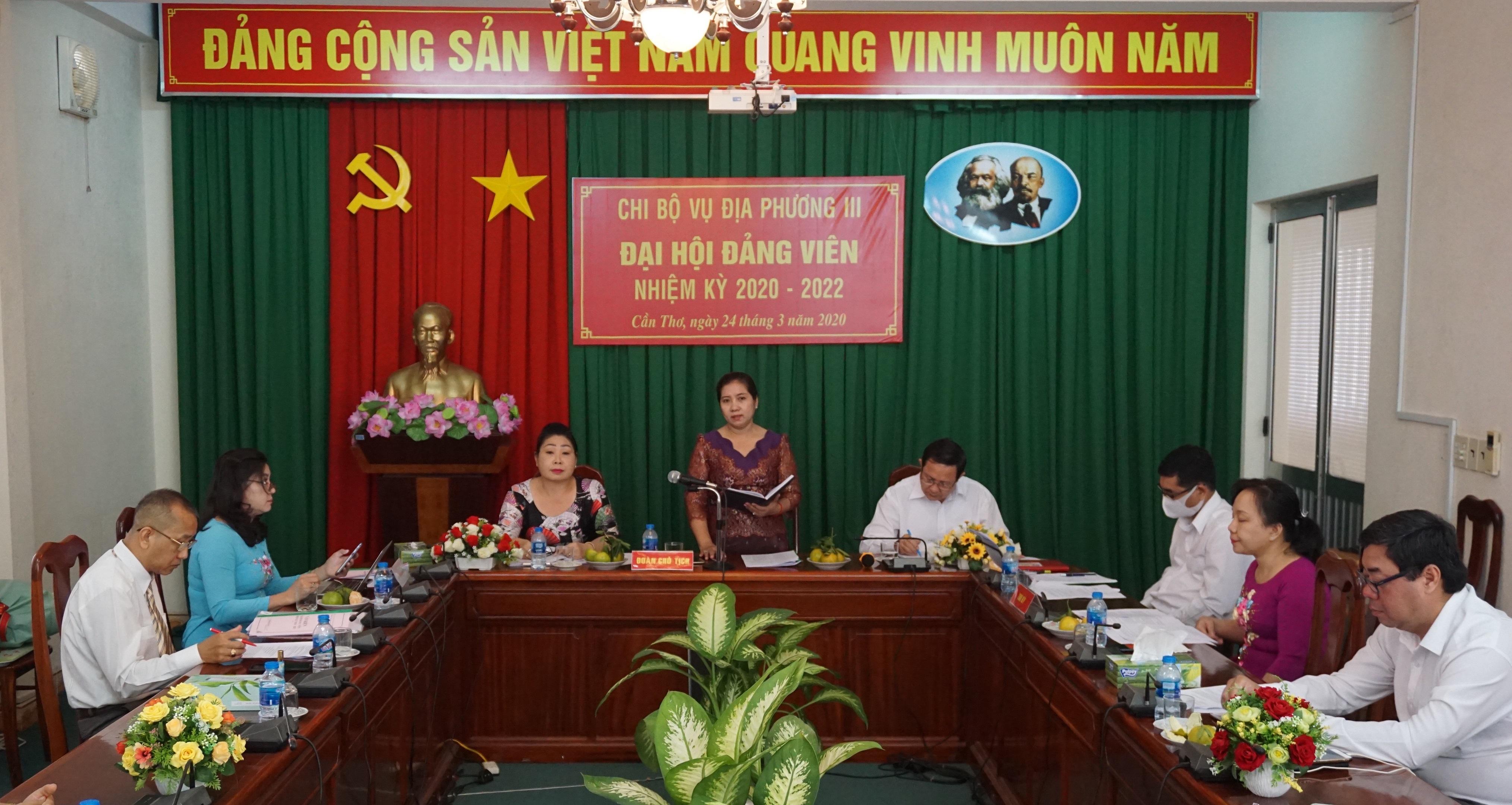 Đồng chí Huỳnh Thị Sô Ma Ly, Bí thư Chi bộ nhiệm kỳ 2017-2020, Vụ trưởng Vụ Địa phương III phát biểu tại Đại Hội