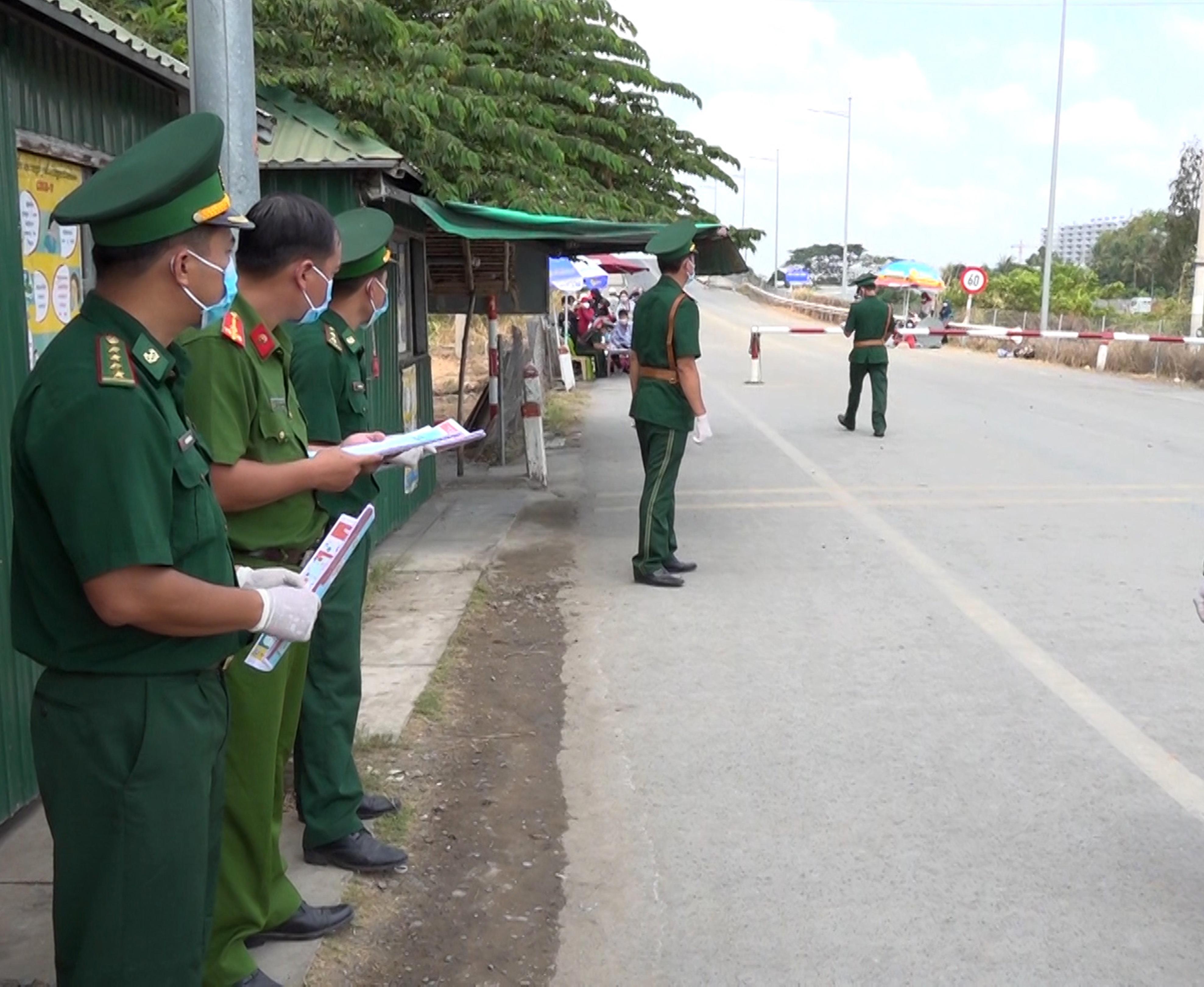 Lực lượng chức năng các tỉnh biên giới Tây Nam tăng cường tuần tra, kiểm soát dọc tuyến biên giới