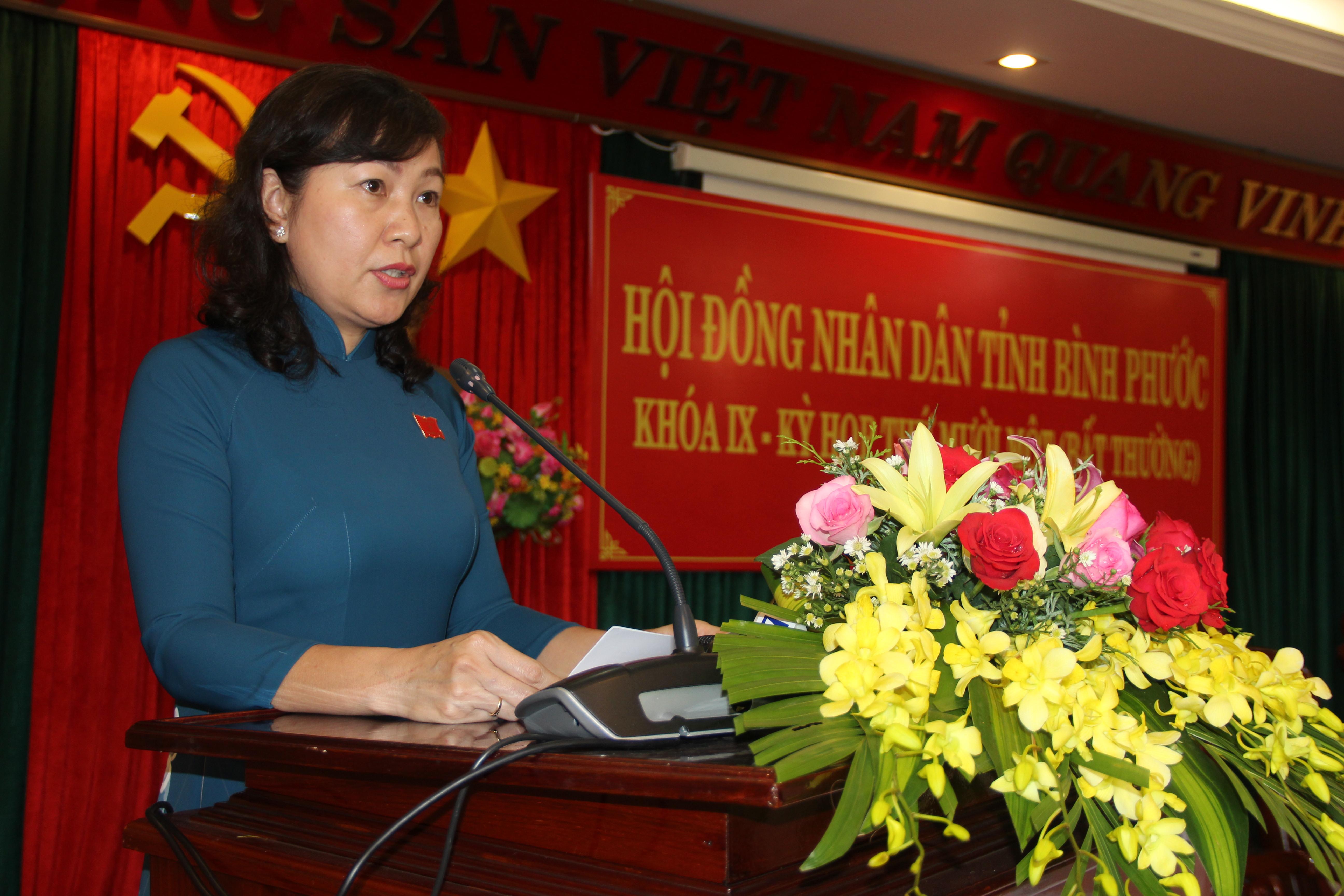 Bà Huỳnh Thị Hằng, tân Chủ tịch HĐND tỉnh Bình Phước phát biểu nhận nhiệm vụ mới