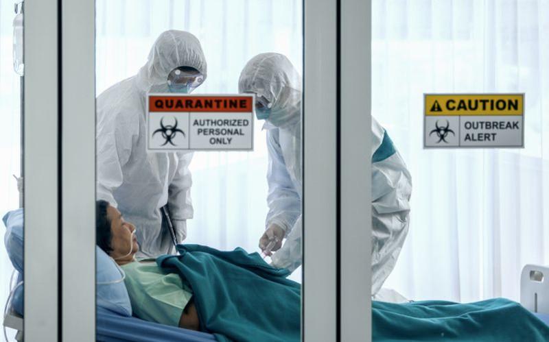 """Người dân cần tránh nghe theo những tin đồn về những loại thuốc có thể điều trị Covid-19 nếu không muốn """"tiền mất tật mang"""". Ảnh: Reuters"""