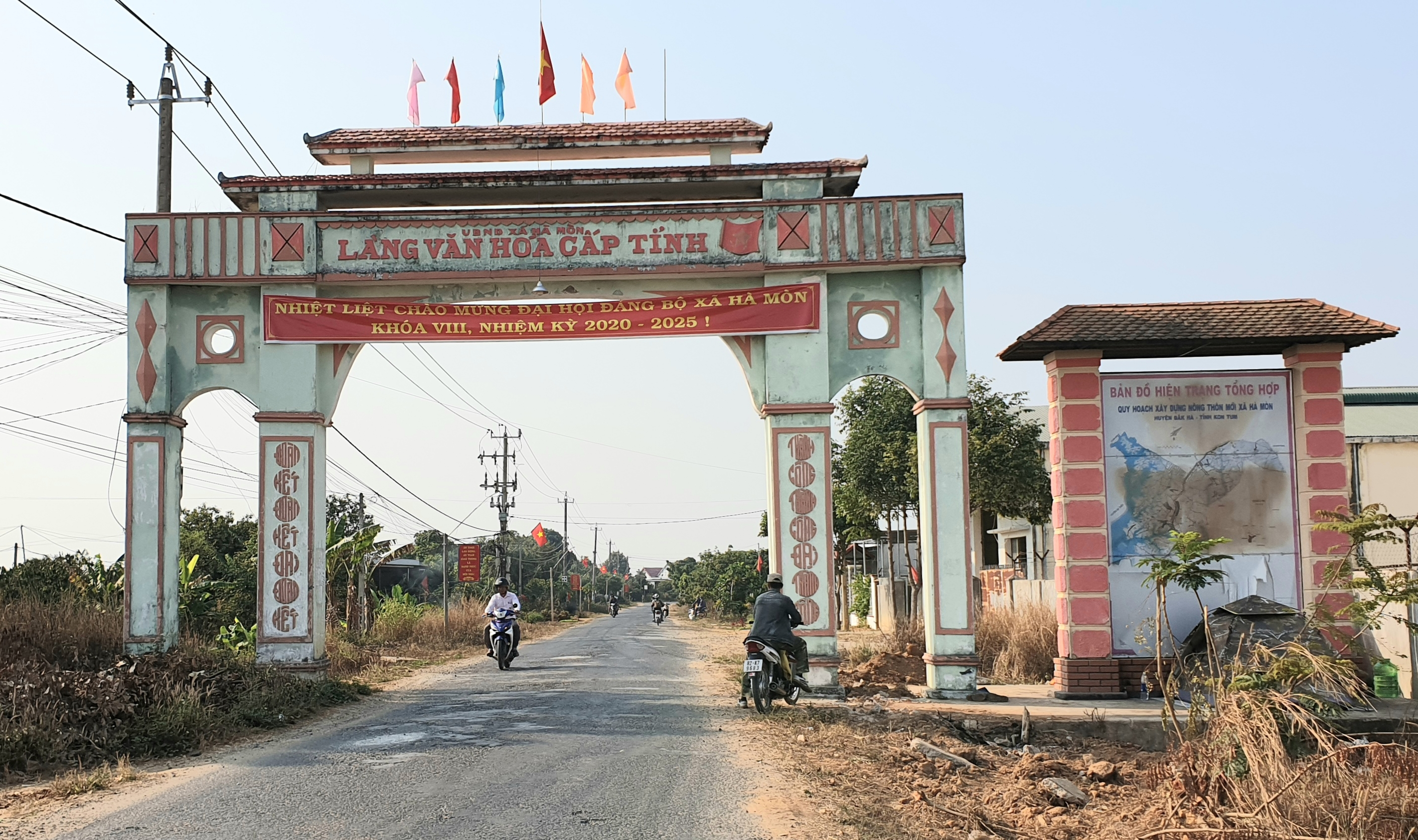 Xã Hà Mòn được công nhận đạt chuẩn nông thôn mới vào tháng 1/2013, trở thành xã đầu tiên của tỉnh Kon Tum đạt chuẩn NTM