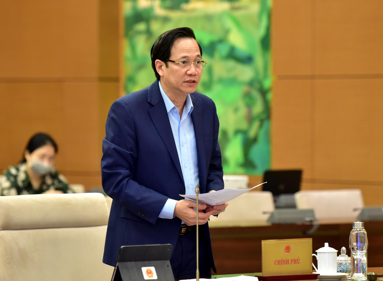 Bộ trưởng Đào Ngọc Dung trình bày báo cáo thuyết trình gia nhập Công ước 105. Ảnh: VGP/ Lê Sơn.
