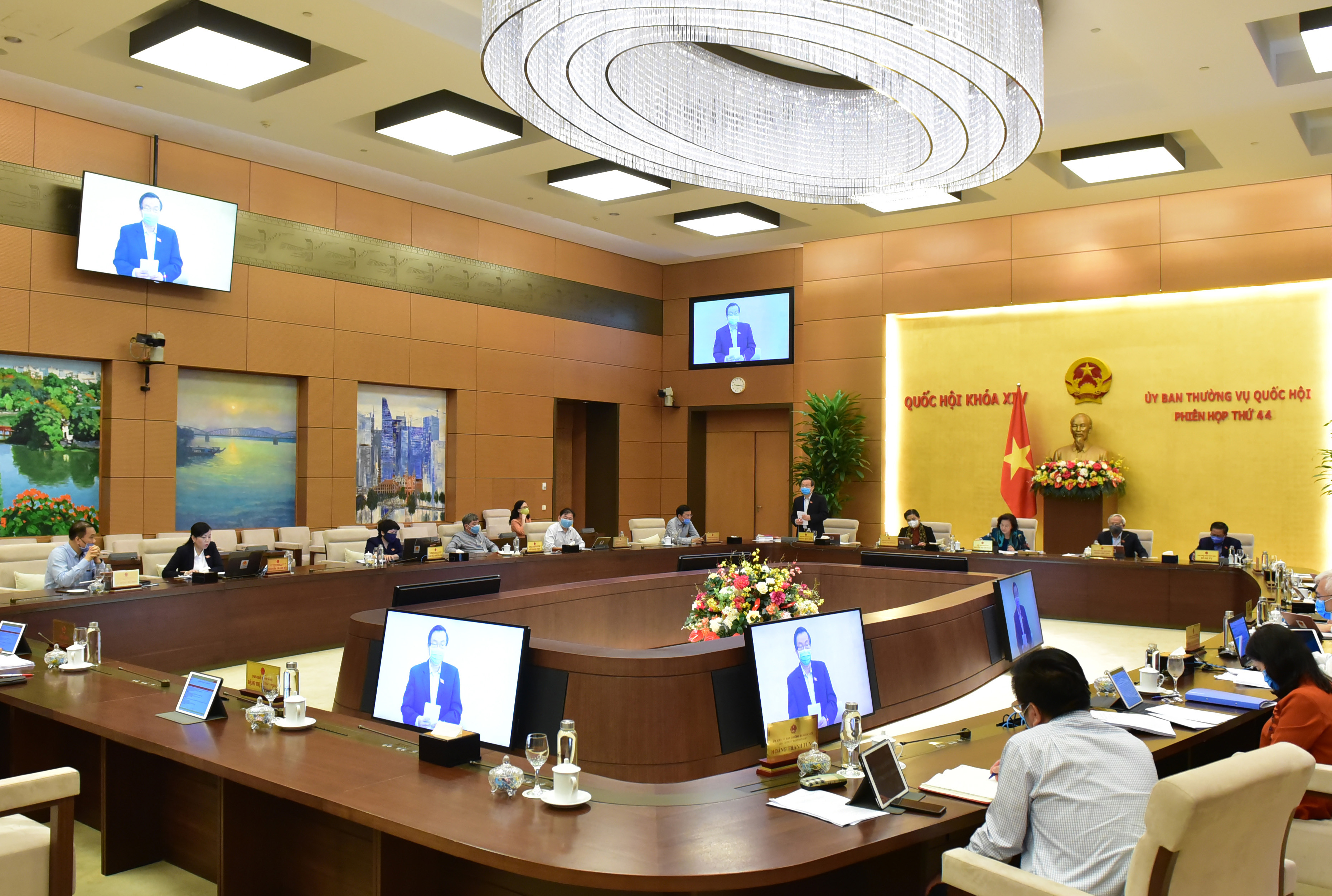 Toàn cảnh phiên họp của UBTVQH sáng 28/4. Ảnh: VGP/ Lê Sơn.