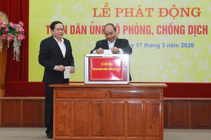 Thủ tướng Nguyễn Xuân Phúc tham gia ủng hộ phòng chống dịch Covid-19 do Ủy ban Trung ương MTTQ Việt Nam phát động