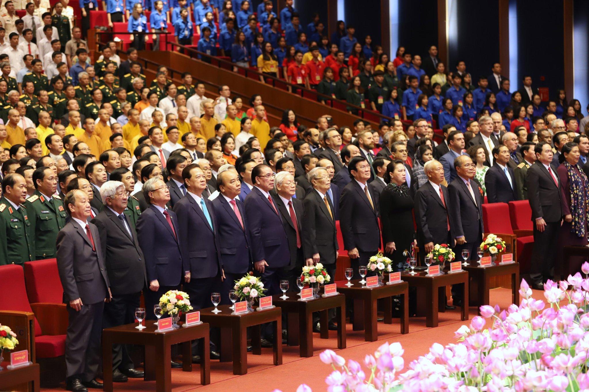 Lãnh đạo Đảng, Nhà nước và các đại biểu dự Lễ Kỷ niệm.