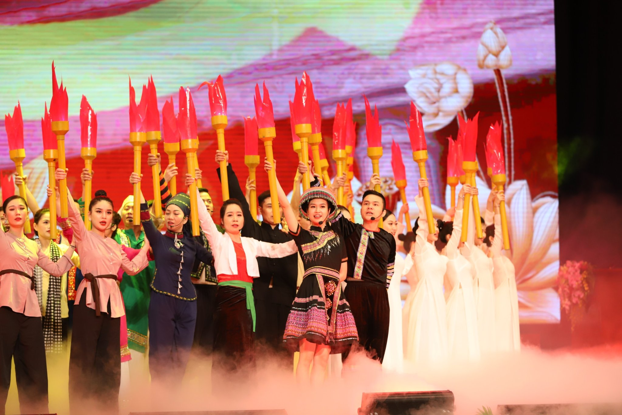 Chương trình nghệ thuật đặc biệt chào mừng kỷ niệm 130 năm Ngày sinh Chủ tịch Hồ Chí Minh.