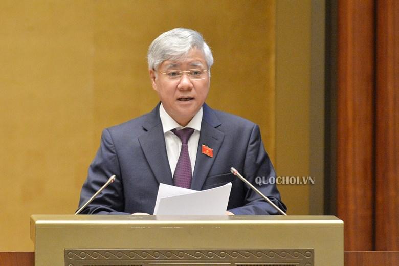Bộ trưởng, Chủ nhiệm Ủy ban Dân tộc Đỗ Văn Chiến thừa ủy quyền của Thủ tướng Chính phủ trình bày Tờ trình đề xuất chủ trương đầu tư Chương trình MTQG.