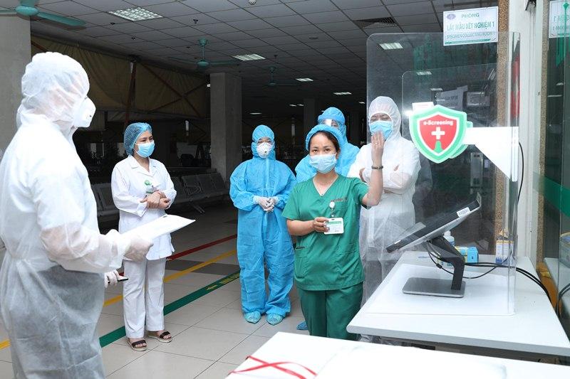 Giải pháp sàng lọc không tiếp xúc (eScreening) đã được Viện Ứng dụng Công nghệ (Bộ Khoa học & Công nghệ) bàn giao cho Bệnh viện Nhiệt đới Trung ương cơ sở 2 (Đông Anh, Hà Nội) đưa vào sử dụng sáng 22.4.