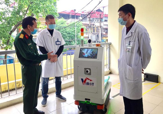 Phiên bản 1a của sản phẩm robot hỗ trợ y tế, đặt tên là Vibot tại Bệnh viện Đa khoa Thăng Long