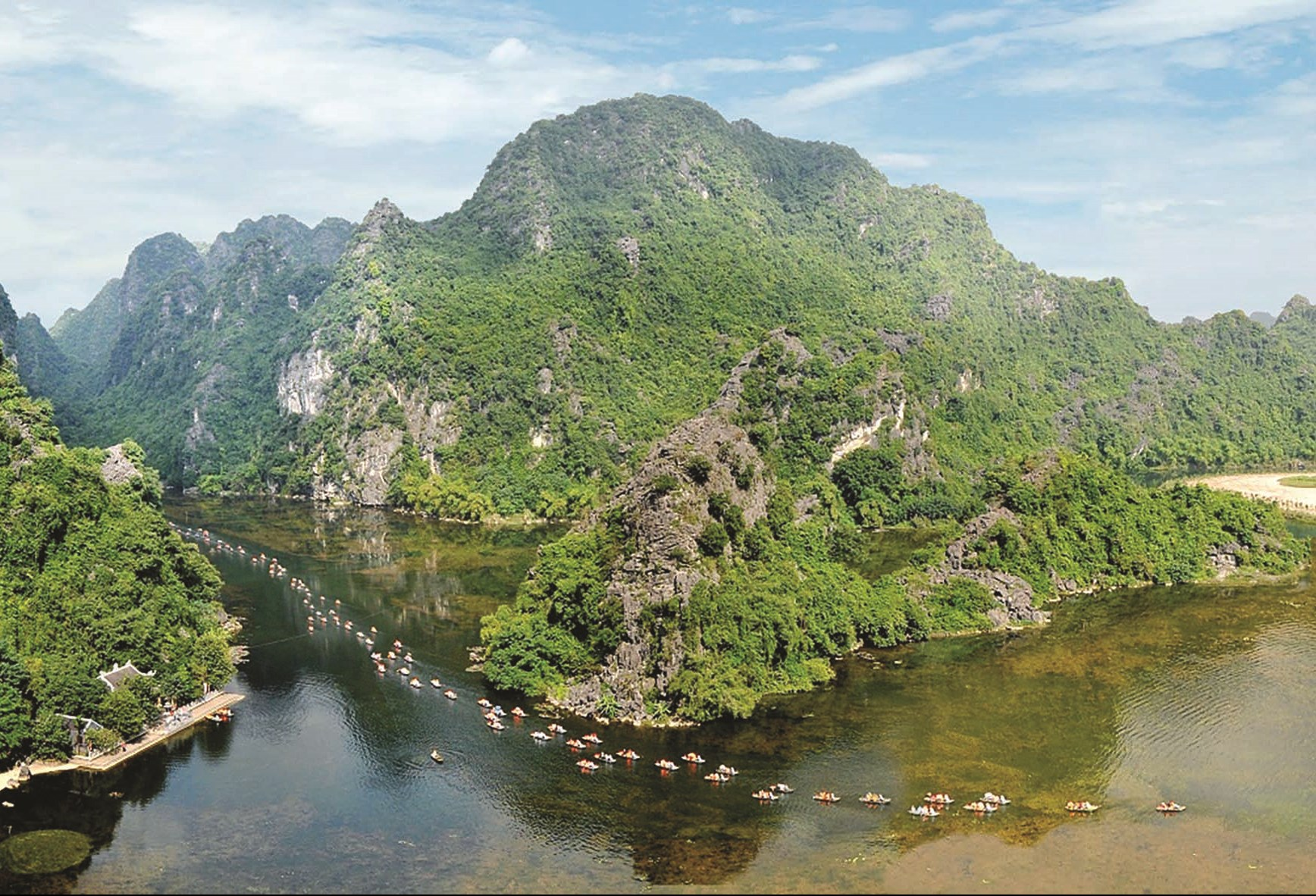 Năm 2019, Việt Nam nhận Giải thưởng Du lịch thế giới hạng mục Điểm đến di sản hàng đầu thế giới 2019. (Trong ảnh: Quẩn thể danh thắng Tràng An - Ninh Bình)