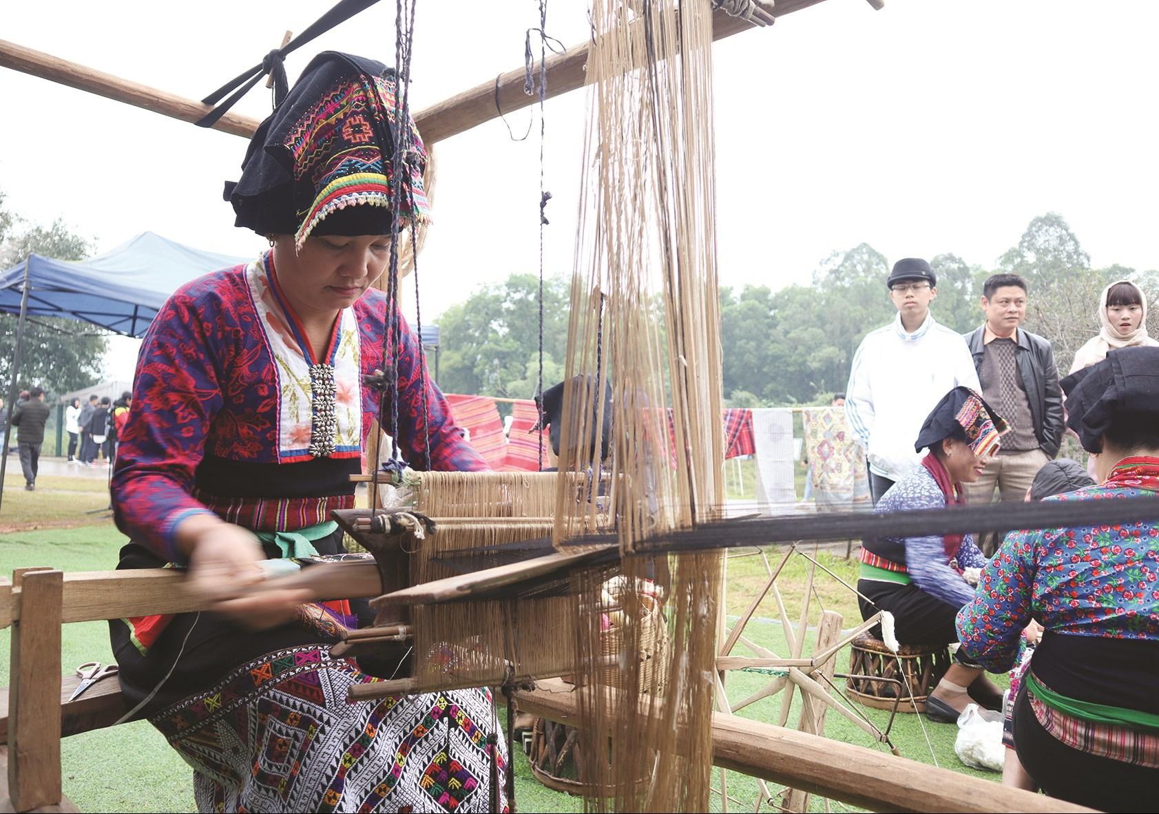 Đề án Bảo tồn, phát huy trang phục truyền thống các DTTS Việt Nam trong giai đoạn hiện nay được phê duyệt góp phần quan trọng trong công tác bảo tồn trang phục các DTTS