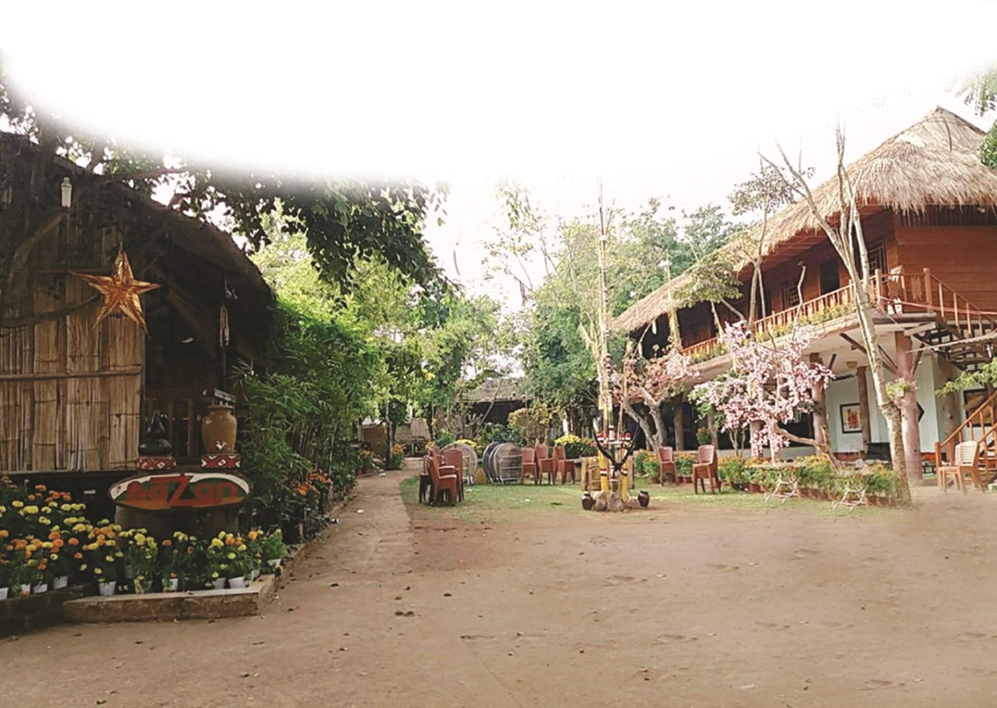 Ngôi làng Jrai thu nhỏ giữa phố thị Plei ku