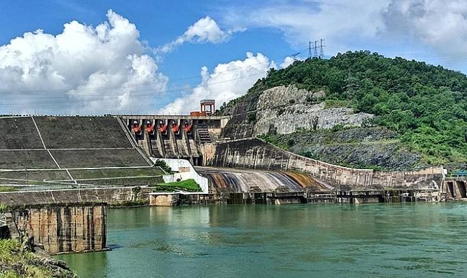 Nhà máy Thủy điện Hòa Bình góp phần quan trọng thúc đẩy kinh tế - xã hội của đất nước.