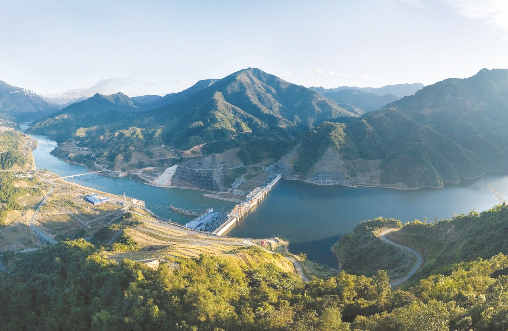 Rừng và thủy điện là nguồn tài nguyên quý giá, góp phần phát triển kinh tế - xã hội khu vực Tây Bắc.
