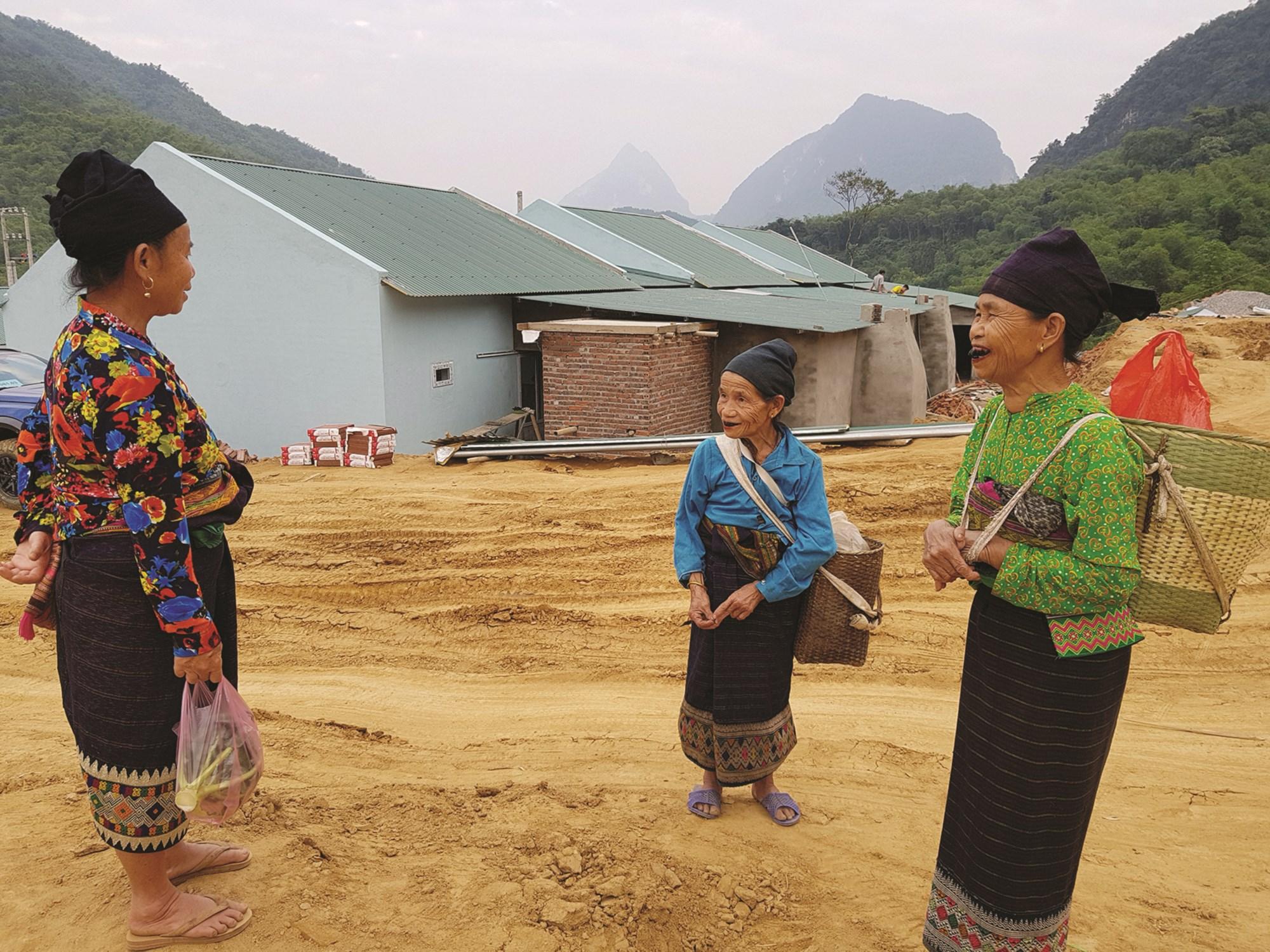 Những căn nhà mới đang được hoàn thành giúp người dân ổn định cuộc sống.
