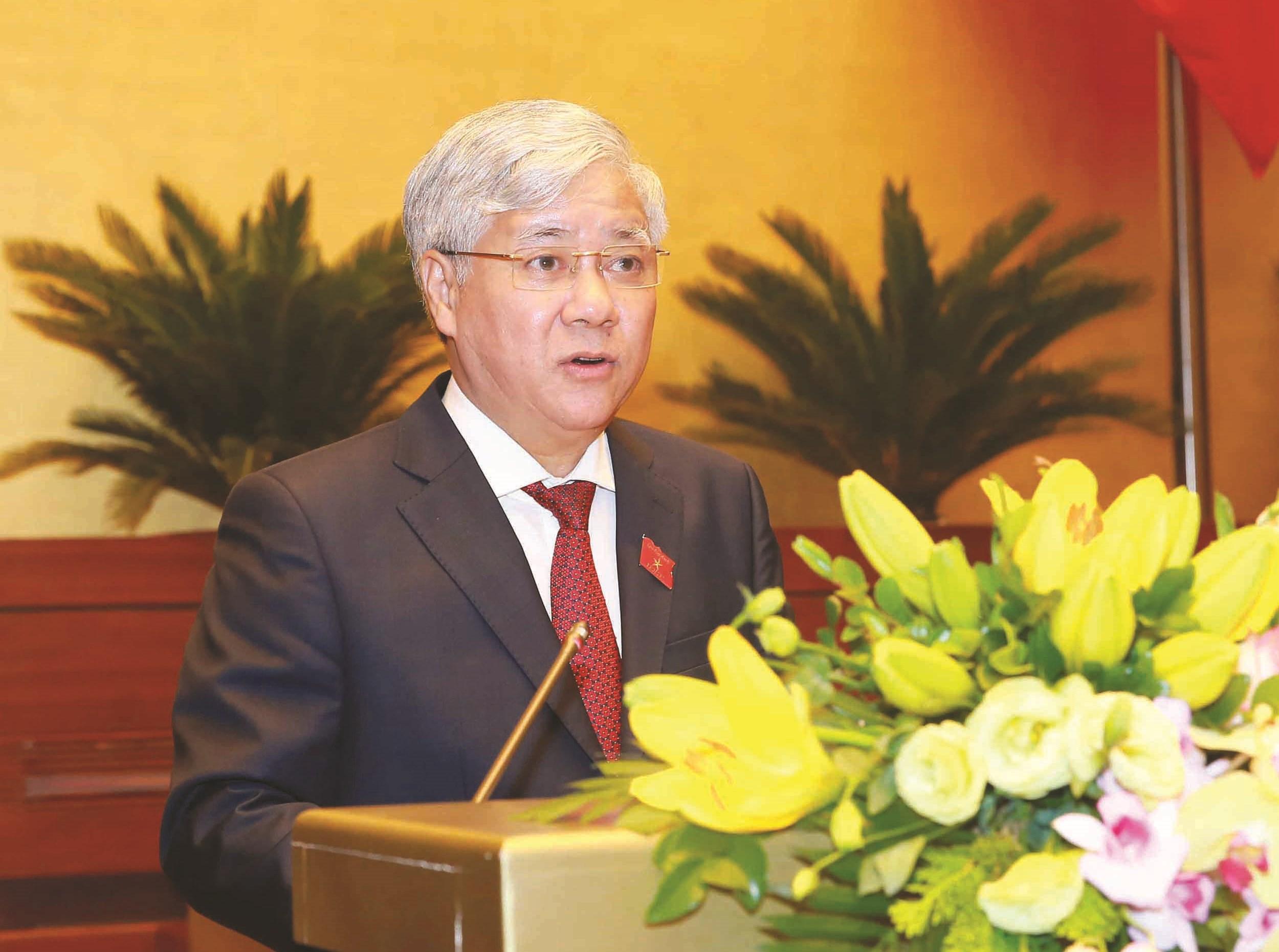 Thừa ủy quyên của Thủ tướng Chính phủ, Chủ nhiệm Ủy ban Dân tộc Đỗ Văn Chiến trình bày Tờ trình phê duyệt Đề án trước Quốc hội