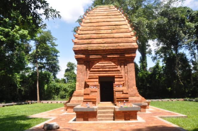 Tháp Chăm Yang Prong ở huyện Ea Súp, tỉnh Đăk Lăk