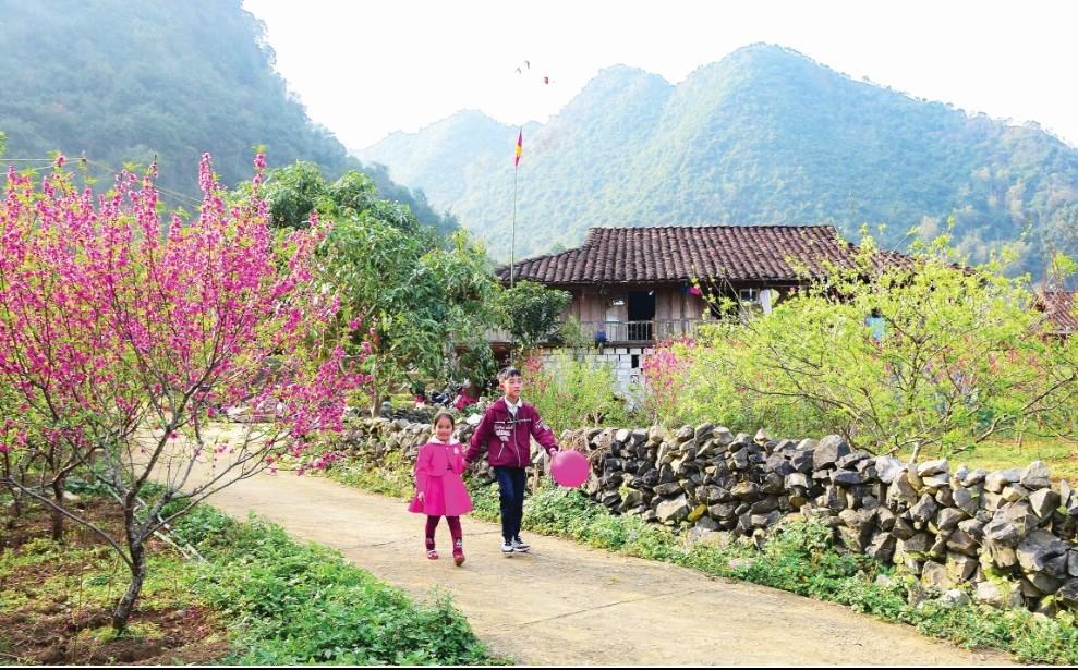 Đường về thôn Tiên Đáo, xã Long Đống, huyện Bắc Sơn (Lạng Sơn) - Ảnh Dương Bao