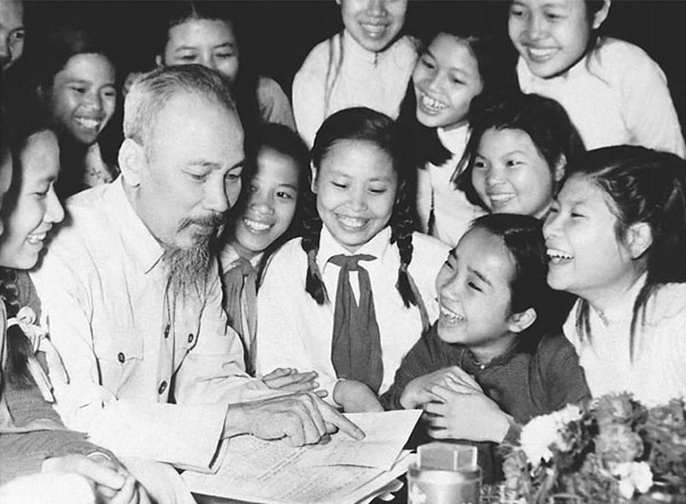 Hình ảnh Bác Hồ mãi mãi khắc sâu trong trái tim của Nhân dân Việt Nam. (Ảnh tư liệu)