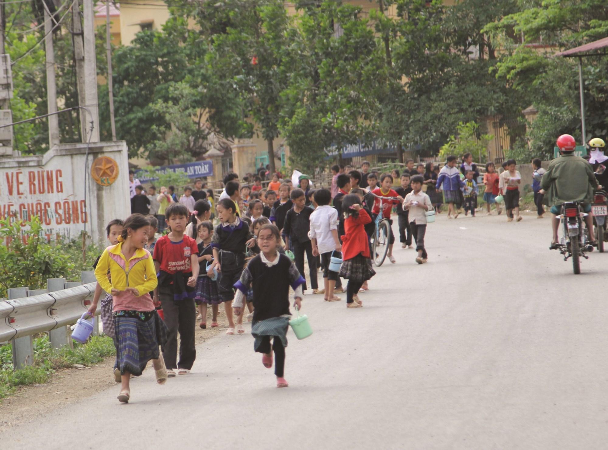 Trẻ em vùng DTTS còn gặp nhiều khó khăn, rất cần sự chung tay giúp đỡ của toàn xã hội.