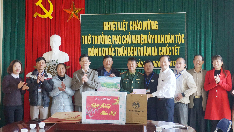 Thứ trưởng, Phó Chủ nhiệm UBDT Nông Quốc Tuấn thăm và chúc tết 2 xã biên giới Tung Qua Lìn và Dào San, huyện Phong Thổ