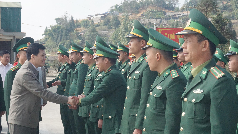 Thứ trưởng, Phó Chủ nhiệm UBDT Nông Quốc Tuấn thăm và chúc tết đồn biên phòng Dào San