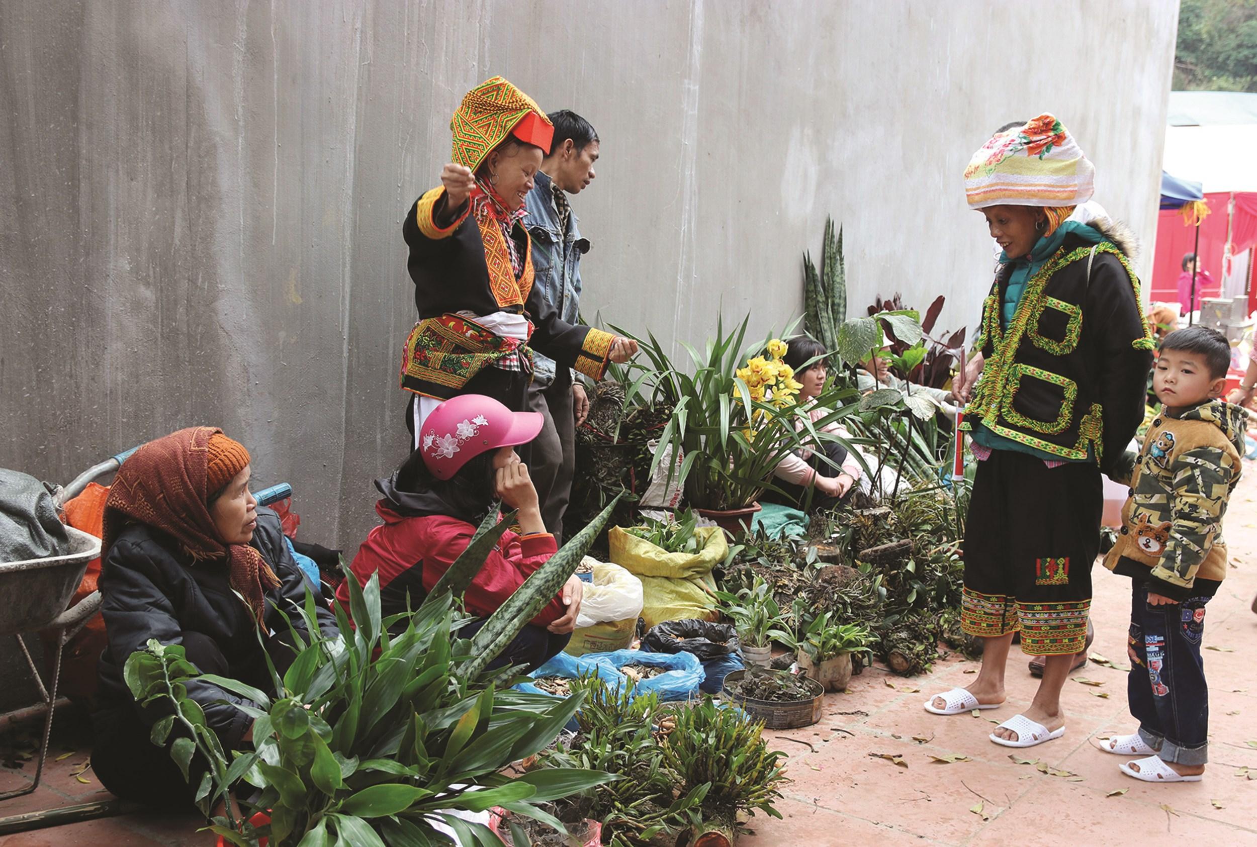Các sản vật dân tộc được bán tại chợ Mẫu Sơn, Lạng Sơn