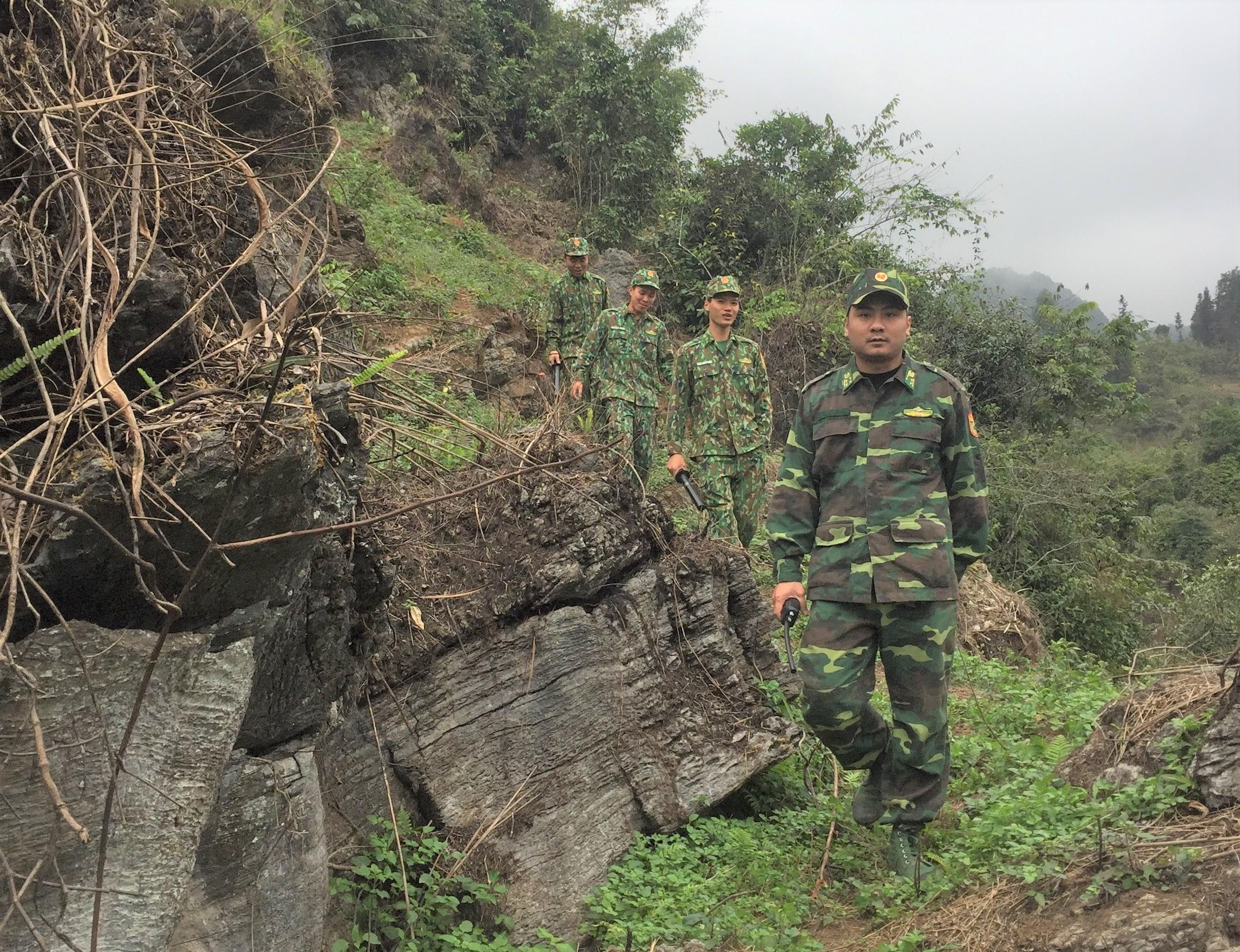 Đại úy Vũ Ngọc Anh, Đội trưởng đội PCMT&TP trên đường tuần tra biên giới