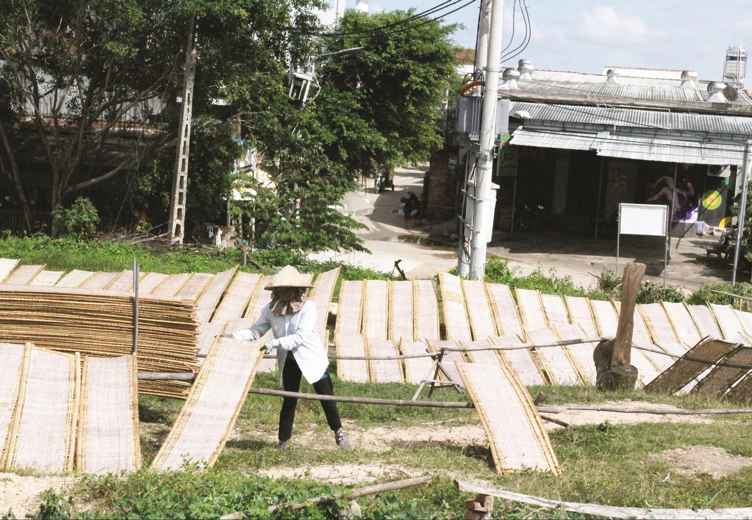 Thời gian tới, Ngân hàng CSXH sẽ tạo điều kiện cho người dân làng nghề vay vốn để phát triển sản xuất. (Ảnh minh họa)