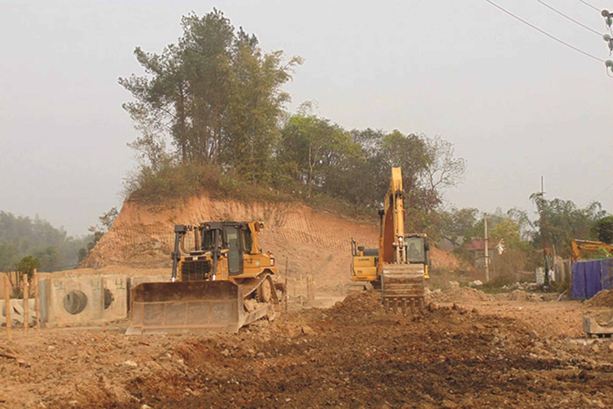 Nhiều công trình trọng điểm dù nhiều năm vẫn đang trong quá trình xây dựng vì không có kinh phí