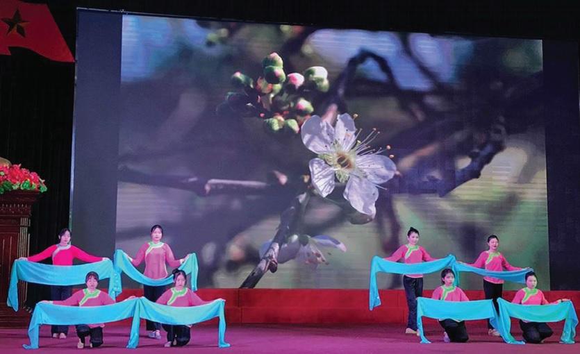 Một tiết mục văn nghệ của đồng bào dân tộc Giáy, phường Quyết Thắng, TP. Lai Châu
