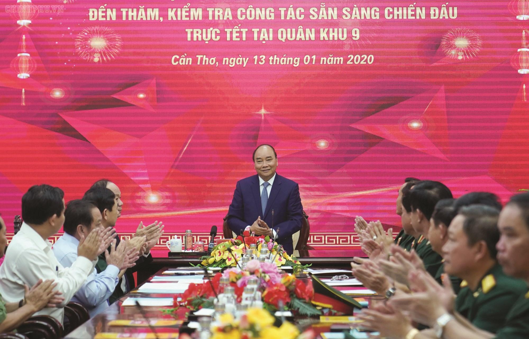 Thủ tướng Nguyễn Xuân Phúc phát biểu tại buổi làm việc với cán bộ, chiến sĩ Quân khu 9