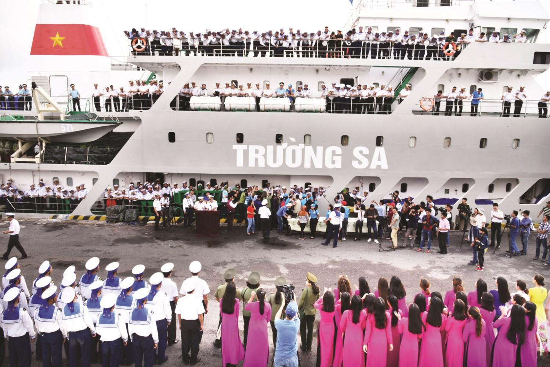 Những chuyến tàu rời quân cảng Cam Ranh chuyển quà Tết đến các đảo trong quần đảo Trường Sa