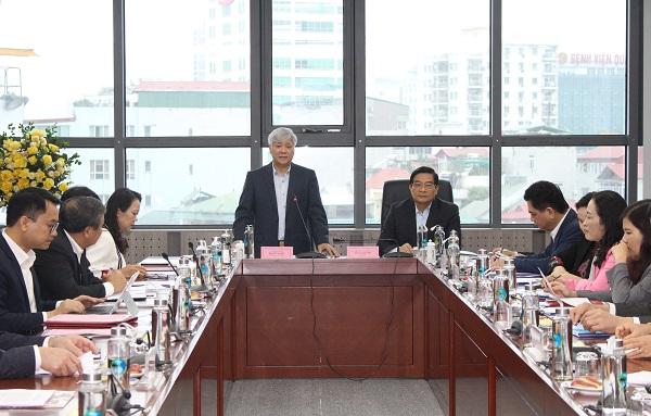 Bộ trưởng, Chủ nhiệm UBDT Đỗ Văn Chiến phát biểu tại phiên họp