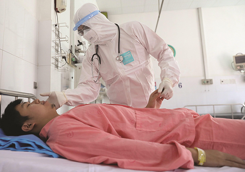 Bệnh nhân người Trung Quốc bị nCoV được các y bác sĩ Bệnh viện Chợ Rẫy điều trị thành công, đã xuất viện sáng 4/2