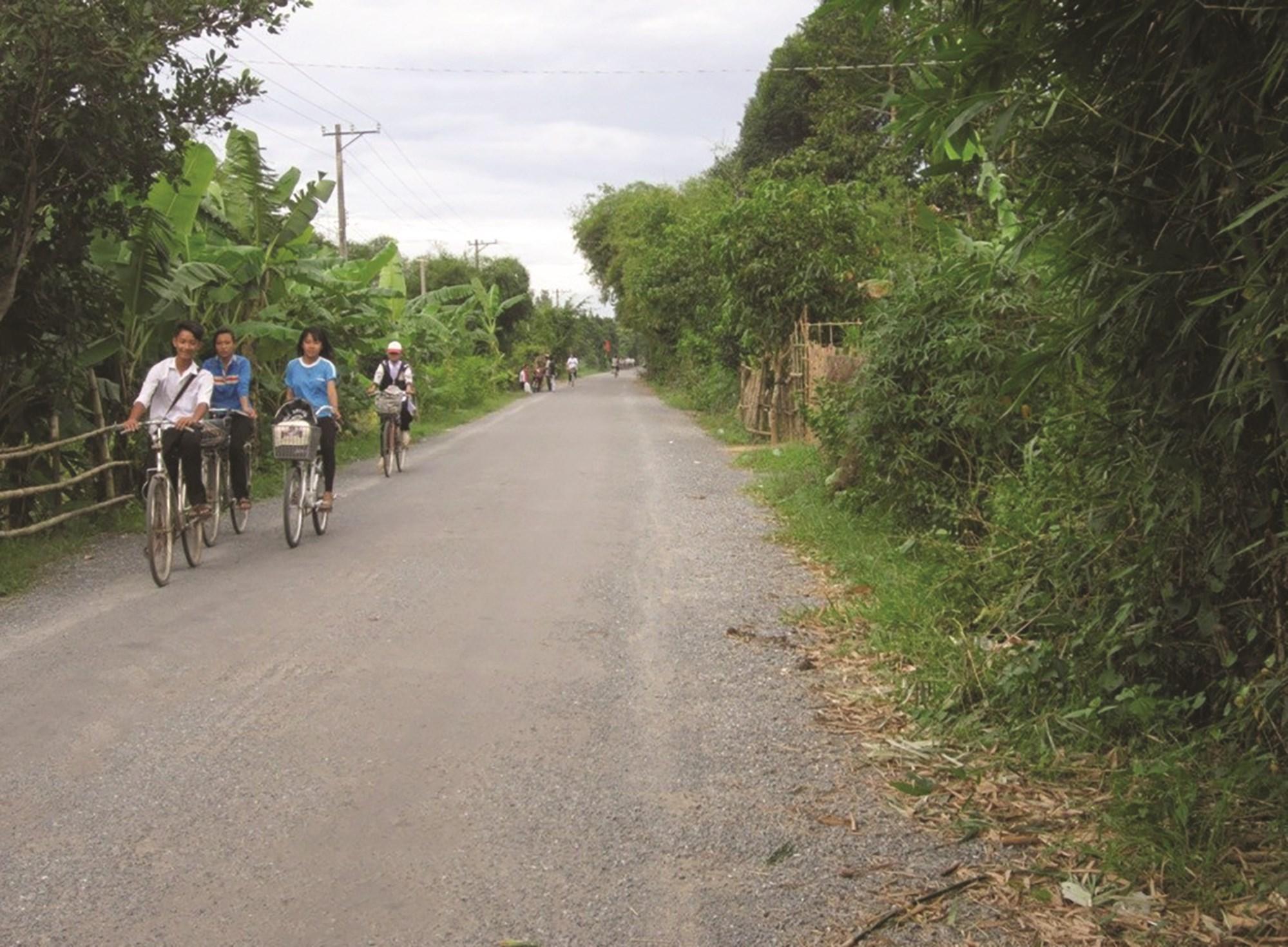 Hệ thống giao thông trong vùng đồng bào dân tộc Khmer huyện Cầu Kè được đầu tư xây dựng khá hoàn chỉnh.