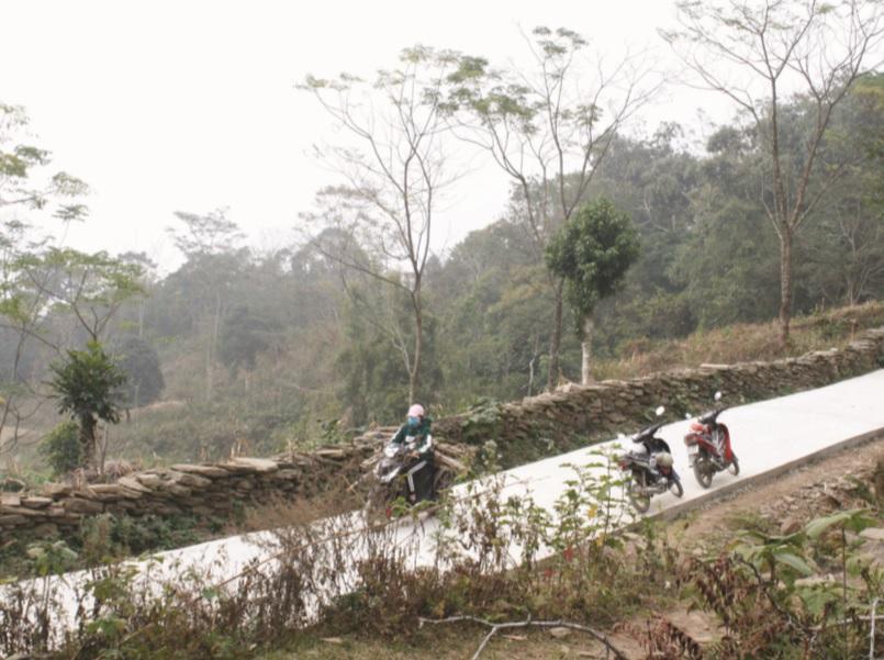 Đường vào các bản xa trung tâm xã Đà Vị đã được bê tông hóa
